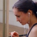 CM「Apple iPhone5 Music Every Day篇」の曲「Red / Rob Simonsen(ロブ・シモンセン)」