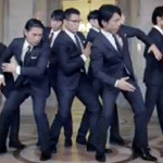 CM「洋服の青山」の曲「FIND THE LIGHT / WORLD ORDER(ワールド・オーダー)」