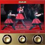 CM「カラオケDAM」の曲「ヘドバンギャー!! / BABYMETAL(ベビーメタル)」